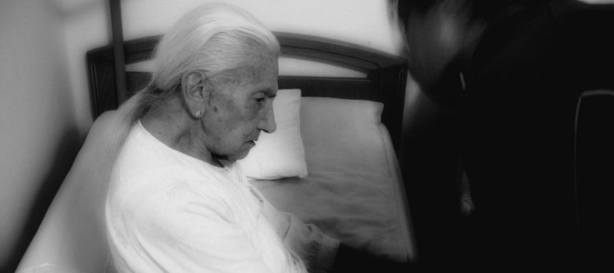 Choroba Alzheimera: 3 powody, dla których kobiety chorują częściej niż mężczyźni